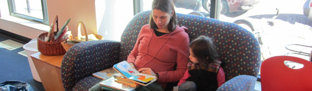 Kids_MomDaughterReading